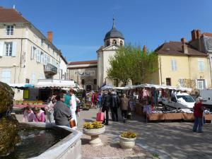 Brocante Secours populaire Saint Pourçain