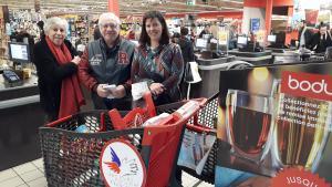 Bénévoles au Carrefour Market aéroport Bourges