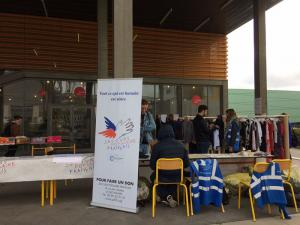 Première braderie sur le campus de Rennes 2 - Villejean par le collectif d'étudiants rennais qui soutiennent le SPF