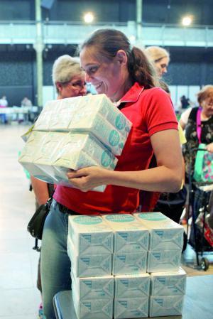 La quarantaine de produits fournis par le Fonds européen d'aide aux plus démunis (FEAD) représente 40 % de l'aide alimentaire distribuée par le SPF aux personnes accompagnées.
