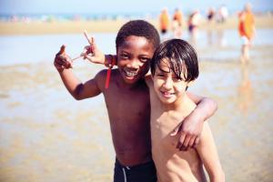 Convergence 354, 2 enfants plage Cabourg