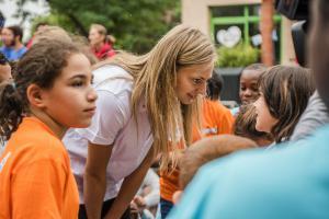 mercredi 12 juillet, inauguration du 8e village Kinder, avec la basketteuse Marine Johannes