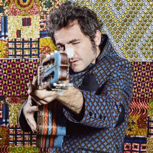 -M-, Matthieu Chedid, en tournée avec Lamomali, soutient le Secours populaire français.