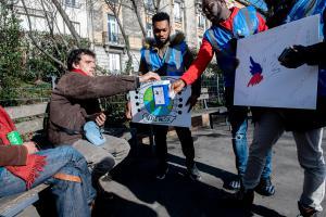 Quatre-vingts jeunes bénévoles du Secours populaire, venus de tout la France, ont organisé une collecte pour le Don'actions à Saint-Etienne.