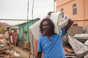 Urgences ouragans : mission du Secours populaire à la Dominique