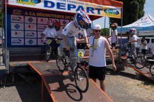 Les petits et les jeunes ado ont fait des tours de circuits de BMX.