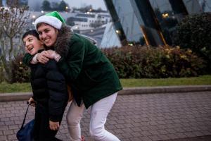 Peres-Noel-verts-Futuroscope-2017-enfant-et-parents
