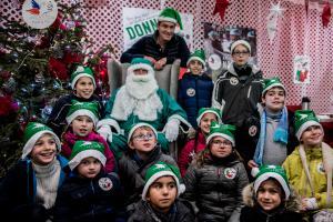 Peres-Noel-verts-Futuroscope-2017-enfants