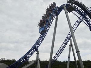 Près de 1200 oubliés des vacances de la région Bourgogne-Franche-Comté ont passé, le 24 août, une journée décoiffante au parc d'attraction Nigloland (Aube).