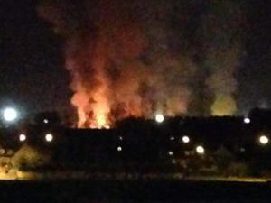 Les flammes ont dévoré environ 230 bungalows sur les 300 que comptaient le camp.