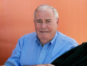 Ancien résistant, Julien Lauprêtre est né à Paris en 1926. Il est devenu président du Secours populaire français, en 1985.