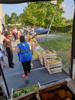 L'antenne de Grigny, dans l'Essonne, a organisé une distribution alimentaire mobile pour les familles et les personnes en détresse.