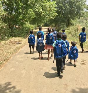 Malgré les terribles inondations de mai dernier, les enfants de Rangiri Garden feront bien leur rentrée scolaire avec 200 cartables grâce au dévouement des bénévoles du SPF et à la générosité de ses donateurs.