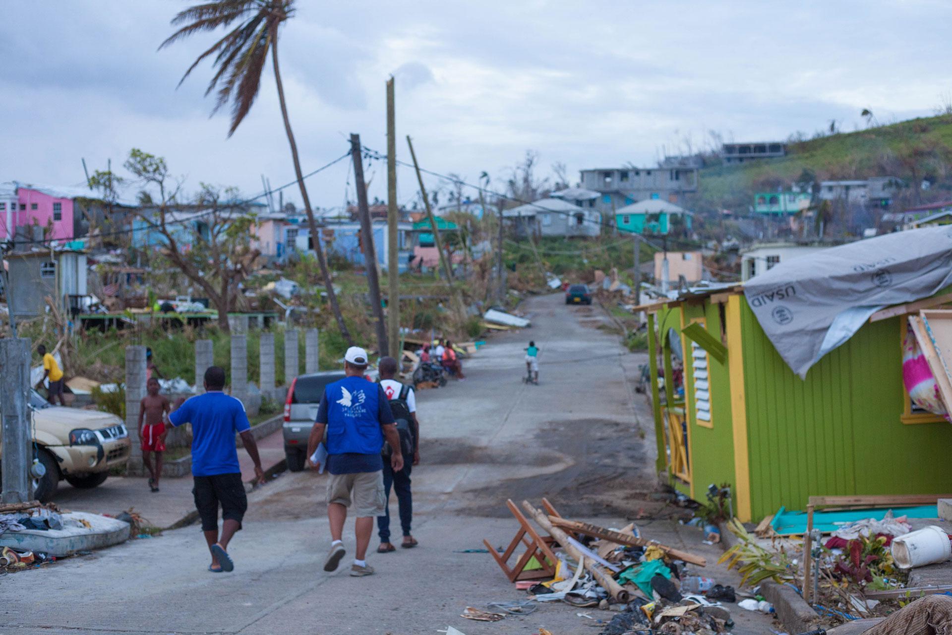 Arrivée le samedi 30 septembre sur l'île de la Dominique, la mission du Secours populaire constate qu'il ne reste presque plus rien des habitations de tôle et de bois.