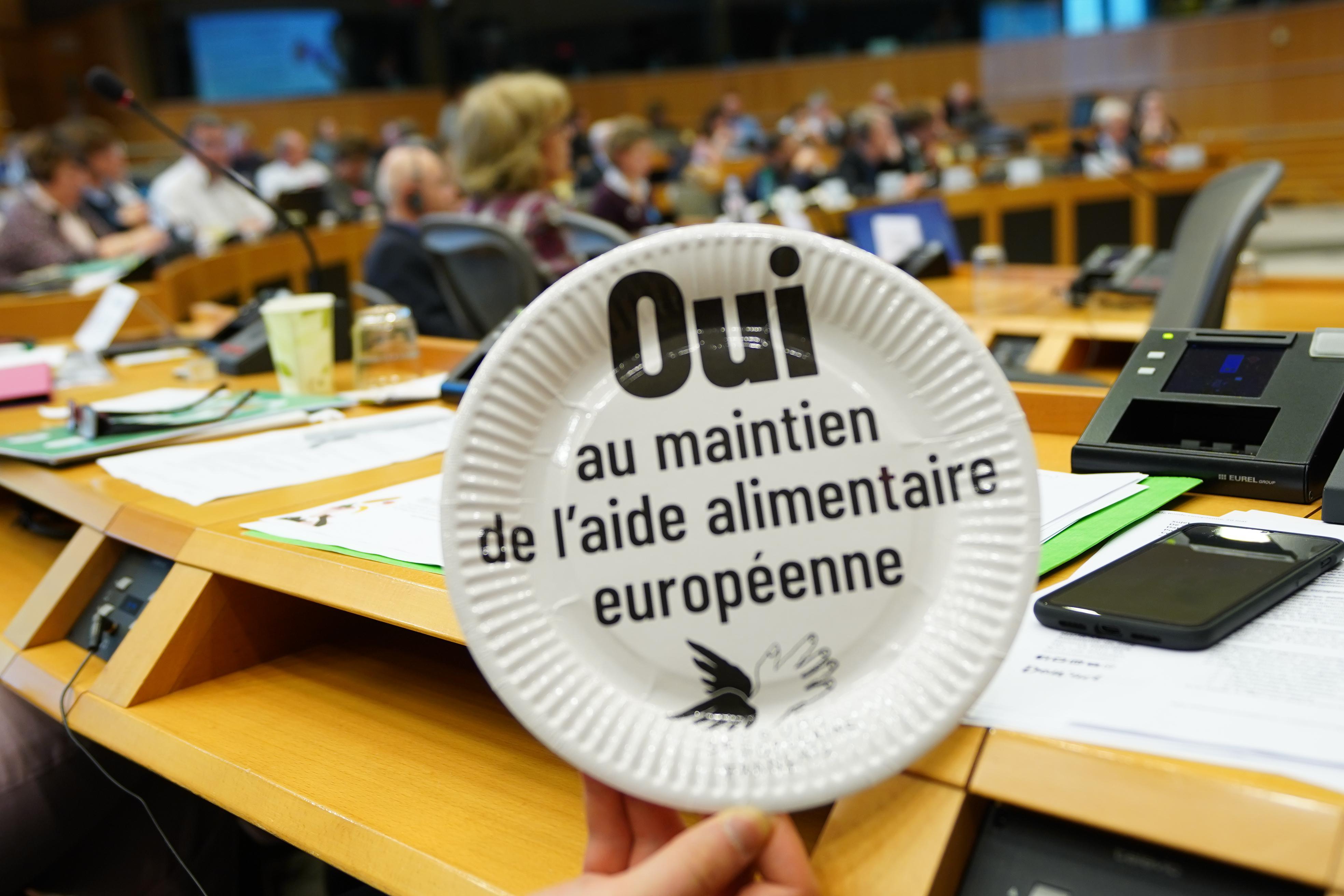 Les discussions budgétaires européennes privilégient des secteurs comme la défense au détriment de la solidarité.