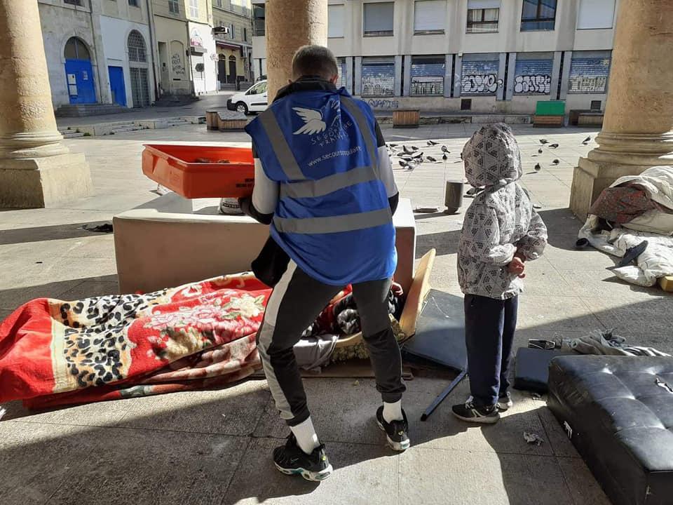Les sans logis ont été les grands oubliés de la crise sanitaire. Les pouvoirs publics en ont progressivement pris conscience.