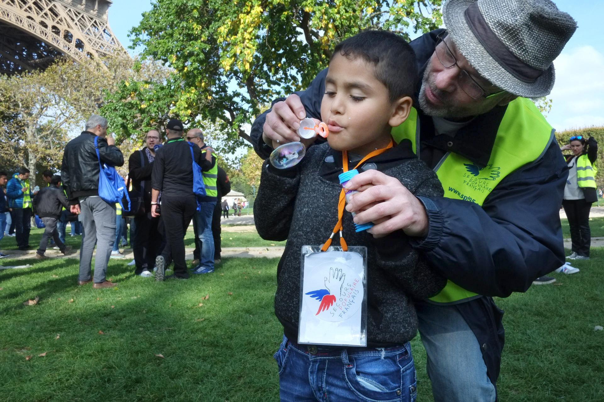 Sortie à Paris organisée par les bénévoles du SPF du Val-d'Oise pour les migrants - réfugiés, en septembre 2015.