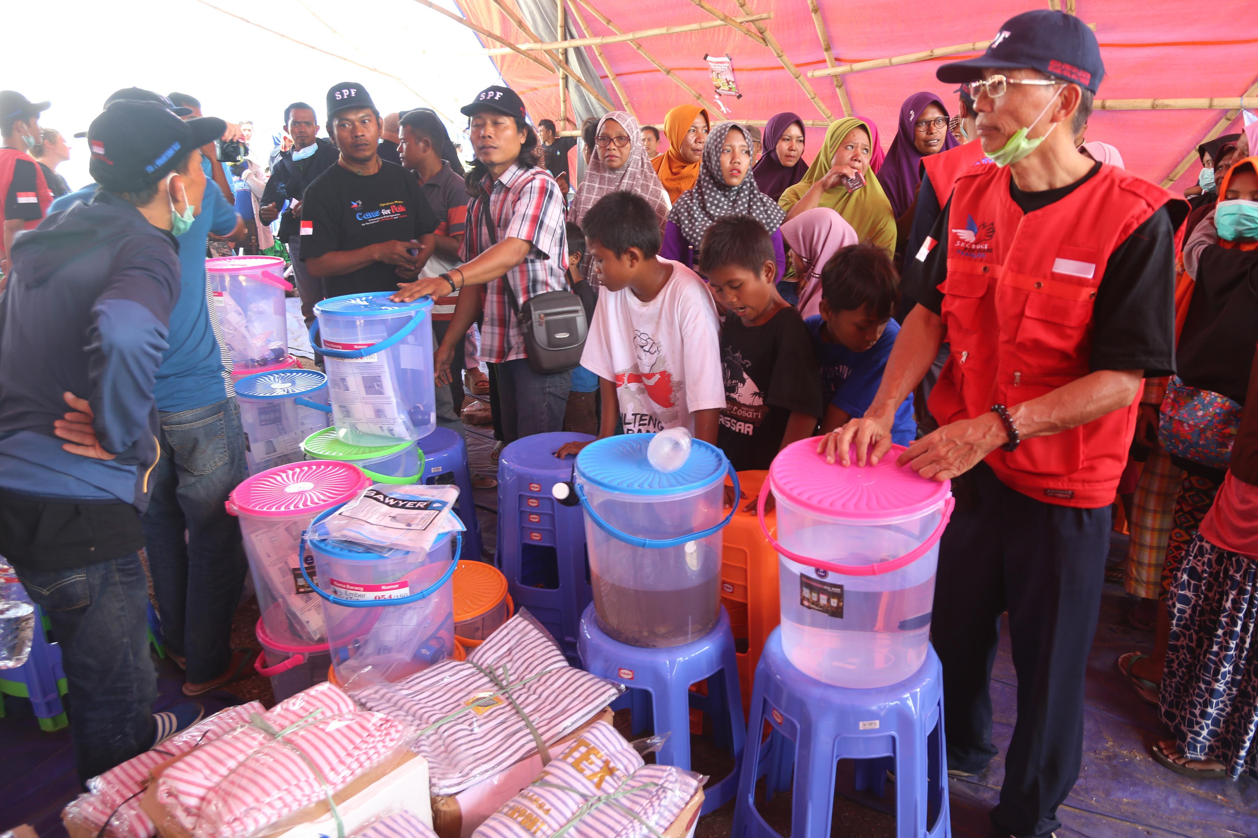 Les kits de filtration distribués sont indispensables pour mettre la population à l'abri des maladies véhiculées par l'eau souillée.