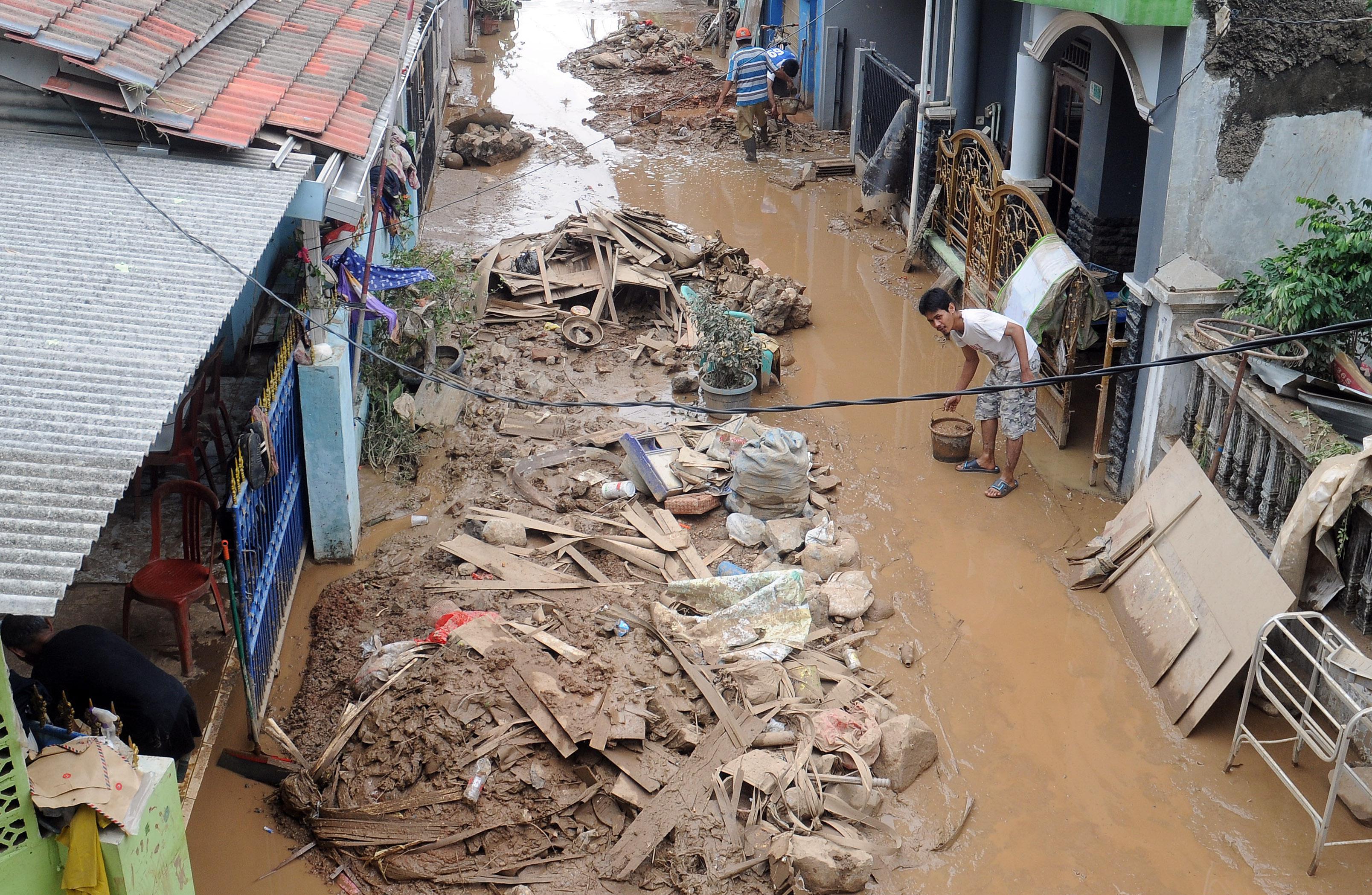 Des pluies diluviennes se sont abattues sur Jakarta et sa région. Les habitants des bidonvilles sont les plus exposés aux dangers.