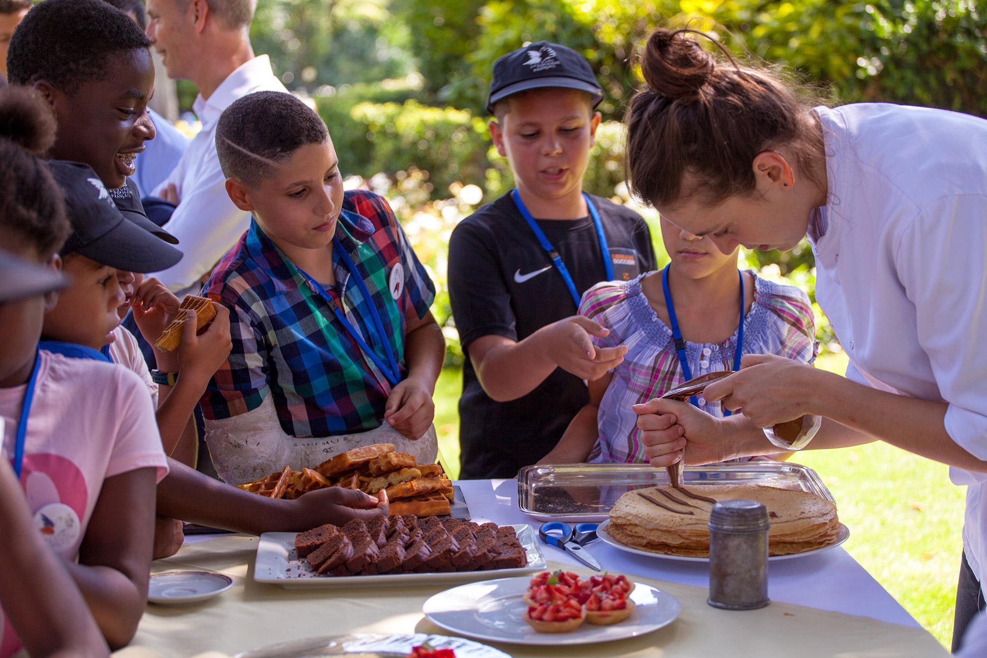 L'équipe de cuisiniers de Matignon a montré tout son savoir-faire aux 60 petits VIP.