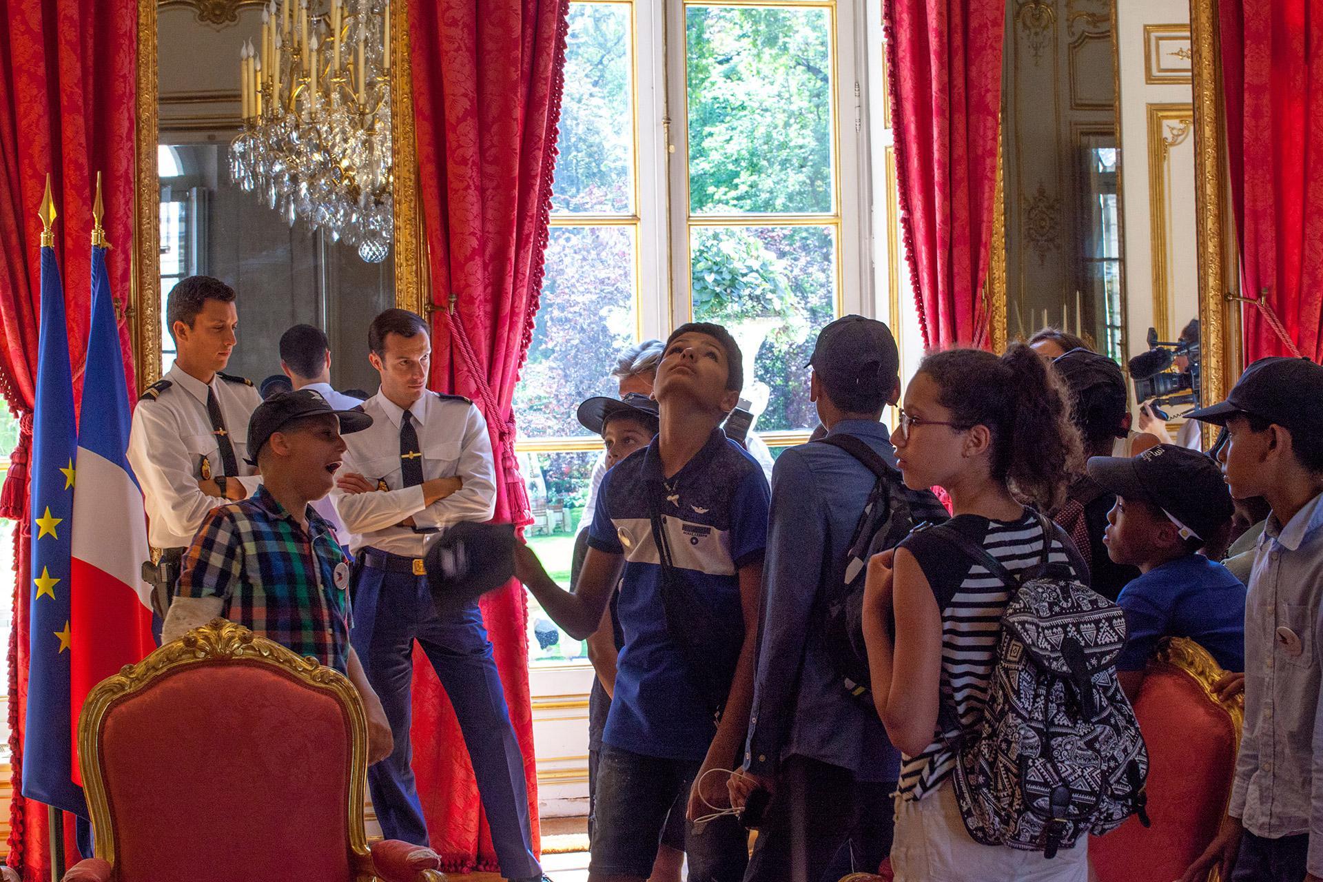 Les enfants ont bénéficié d'une visite commentée par des guides passionnés. Ils sont même entrés dans le bureau du chef du gouvernement.